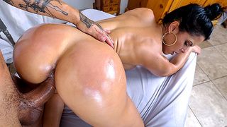 In this weeks Assparade we have the always beautiful Latina, Diamond Kitty. With her of course, her huge ass! Shaking that ass for the camera. Impatiently waiting to unveil this beautiful ass. Bruno awaits for her to make an entrance so he can give Diamon