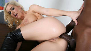 Mariah Madysinn is a brand new working girl in every sense of the word. Hooks has taken it upon himself to have her in his stable of white whores and Flash Brown has some cash to burning a hole in his pocket. Mariahs only job is to make sure Flash and his